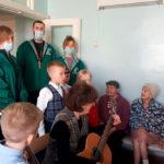 Православные волонтеры поздравили пациентов палат сестринского ухода ЦРБ с Пасхой и Днем Победы